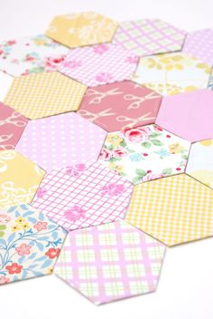 MessyJesse - a quilt blog by Jessie Fincham: Paper Peiced Hexagons