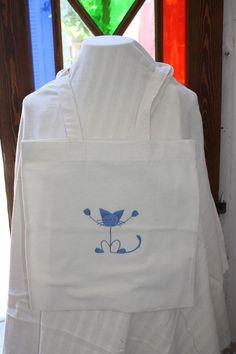 this cat's on the bag! hand embroidered on flour sack fabric, machine washable 30 TL, 10 euro Flour Sacks, Euro, Fabric, Bags, Tejido, Handbags, Tela, Cloths, Fabrics