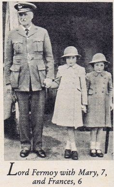 Lord Fermoy, Princess Diana's maternal grandfather, shown here with Diana's mother Frances and aunt Mary. Princess Diana Grave, Princess Diana Family, Princes Diana, Princess Of Wales, Spencer Family, Lady Diana Spencer, Prince Charles Et Diana, Diana Williams, Mother Family