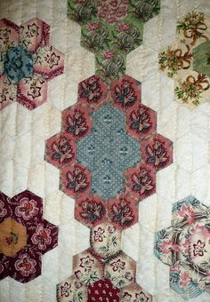 Diamonds with Flowers (Losanges de fleurs) was made by Dominique Husson of Arvert, France.  It was inspired by an 1840 American quilt.