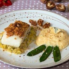 Dos de cabillaud en crumble de noix, fondue de poireaux au bleu de Vercors-Sassenage, polenta crémeuse