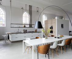 Slanke witte tafel