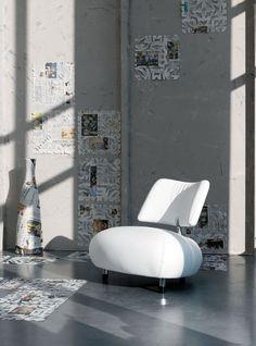 Der Leolux Pallone in schneeweiß Minimalist Interior, Modern Interior, Interior Design, Table Furniture, Modern Furniture, Furniture Design, Take A Seat, Chair Design, Floor Chair