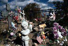 Alex Webb. Ranchos de Taos, New Mexico. USA. 2001. #color #street #photography