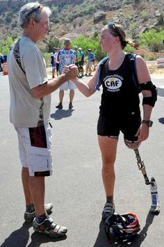 Retired U.S. Army First Lt. Melissa Stockwell talks to Former President George W. Bush  at the end of Thursday's ride.