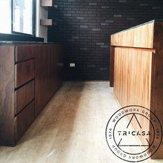https://flic.kr/p/v3KNM8 | Barra y contrabarra elaboradas en madera de #tzalam. Proyecto: @bukuri_interiorismo #tricasa #woodwork #group #excelenciaencarpinteria