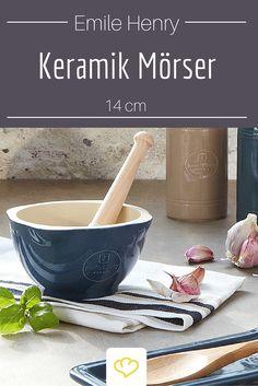 Frisch schmeckt's am besten! Ganz gleich ob beim Pesto oder frisch gemahlenen Gewürzen. Der Keramik Mörser von Emile Henry ist zudem ein echt Hingucker in jeder Küche!