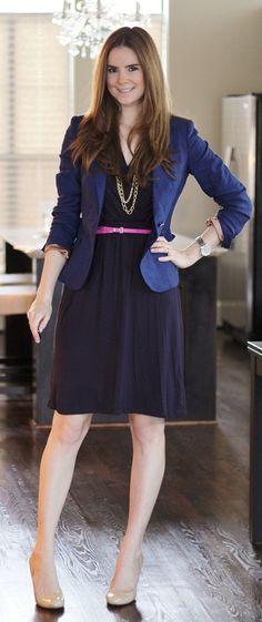 Bom exemplo de blazer com vestido. Formal, elegante e criar camadas é um recurso importante para alongar a silhueta.