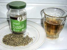 Čaj z bazalky Korn, Natural Medicine, How To Dry Basil, Pickles, Cucumber, Smoothie, Health Fitness, Herbs, Health