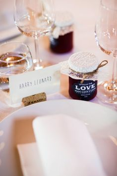 Jam bomboniere and cork place card holders. Image: GM Photographics