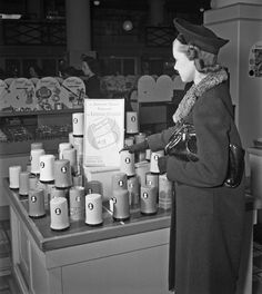 Shopping at The May Company in Los Angeles (1940)