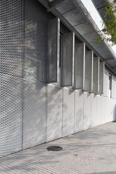 métal déployé maille AFR-LUCERNA mis en oeuvre en façade, plafond et volets sur le projet CNFPT à Lille