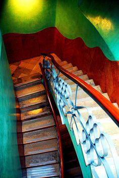Escalera interior. La Pedrera, Barcelona Gaudi Barcelona, Barcelona City, Barcelona Catalonia, Antonio Gaudi, Stairs To Heaven, La Pedrera, Take The Stairs, Interior Stairs, Spain Travel