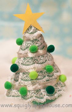Fun and easy kid's craft idea: Lacy Christmas tree!