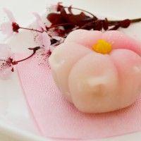 Pretty flower shpaed mochi