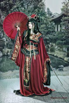 Sabrina Rauch #Fashion #Geisha Love the oriental look - the red/black mix is striking