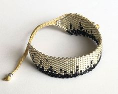 Ladrillo 1011 - Adriana Aristizabal • Accesorios Bracelet Patterns, Beading Patterns, Armband Diy, Bead Loom Bracelets, Loom Beading, Crochet Earrings, Beads, How To Make, Rose