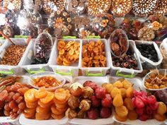 yerevan, this looks tasty! Dried natural fruits.... yummmmmyyyy