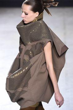 Rick Owens リック・オウエンス 2015-16年秋冬コレクション - 素材とシルエットで新しい逸脱を | ニュース - ファッションプレス