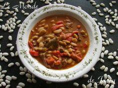 Lubia. Die eher marokkanische Safranlubiavariante habe ich hier schon vor einiger Zeit… Rind, Couscous, Chana Masala, Chili, Soup, Ethnic Recipes, White Beans, Red Bell Peppers, Lamb