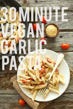 30 Minute Creamy Vegan Garlic Pasta via minimalist baker Roasted Tomato Pasta, Creamy Garlic Pasta, Roasted Tomatoes, Creamy Vegan Pasta, Spinach Pasta, Dairy Free Recipes, Vegetarian Recipes, Healthy Recipes, Gluten Free
