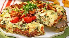 Varm smörgåstårta med kantareller Pizza Cake, Sandwich Cake, Sandwiches, Swedish Chef, Swedish Recipes, Vegetable Pizza, Quiche, Food And Drink, Baking