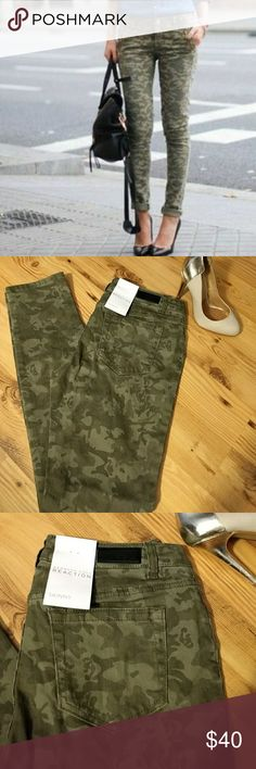 """💕 Kenneth Cole Camo Skinny, size 27 💋 NWT Camo skinny jeans. Actual jeans do not have the pocket zippers shown in the cover photo. Size 27. Approximate Laid Flat Measurements Inseam 30"""" Rise 8"""" 99% Cotton 1% Spandex Kenneth Cole Reaction Jeans Skinny"""