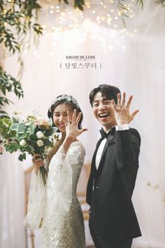 Korean Wedding Photography, Wedding Couple Poses Photography, Wedding Picture Poses, Bridal Photography, Photography Ideas, Foto Wedding, Wedding Pics, Wedding Couples, Pre Wedding Poses