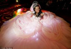 My Big Fat Gypsy Wedding. If you have not seen this show you are missing out! Gypsy Wedding Gowns, My Big Fat Gypsy Wedding, Ugly Wedding Dress, Gipsy Wedding, Worst Wedding Dress, Luxury Wedding Dress, Wedding Bride, Wedding Dresses, Wedding Ideas