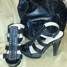 RACHEL ROY LEATHER SANDALS RACHEL ROY LEATHER SANDALS  in good  condition size 8 a little destressed on the back of heel that was shown . Rachel Roy Shoes Sandals