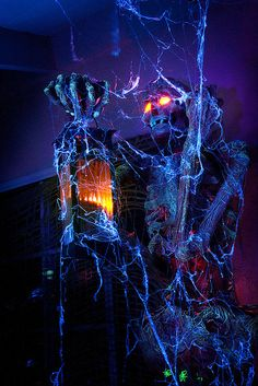 IDK how I'd do this but I NEED IT: Spirit Halloween Contest.:)(Veronica D) Halloween decor - cool and creepy! Animé Halloween, Outdoor Halloween, Halloween Projects, Diy Halloween Decorations, Spirit Halloween, Halloween Outfits, Holidays Halloween, Halloween Lighting, Halloween Clothes