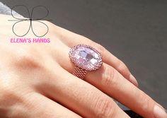 """Anello """"pantera rosa"""" fatto a mano con perline toho e cobuchon in vetro #elenashands #handmane #anelli #perline"""