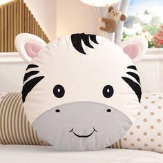 Sweat decorative object for kids room Cute Pillows, Baby Pillows, Kids Pillows, Animal Pillows, Pochette Diy, Diy Bebe, Fabric Toys, Pillow Room, Sewing Pillows