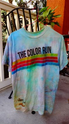 How to save the colors on your shirt from your color themed 5Ks! Remember don't run through the leaf blower at the end because it takes away all the color! ANDDD this lady forgot you have to IRON it AFTER YOU spray it with vinegar!!