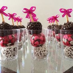 These would be cute cake balls or Oreo truffles. Candy Table, Candy Buffet, Dessert Table, Wedding Sweets, Wedding Cookies, Party Decoration, Snacks Für Party, Partys, Bake Sale