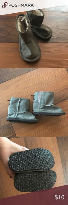 Adorable Ugg-Like Baby Gap Brown Boots! Brown Adorable Baby Gap Boots that look like Uggs! Paid $30ish for them. Size 3. They were only worn a couple times. GAP Shoes Boots
