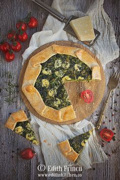 Galette cu spanac si trei feluri de branza - Spinach and cheese galette - Edith's Kitchen, Spinach And Cheese, Cobbler, Camembert Cheese, Appetizers, Christmas Decorations, Mai, Recipes, Pizza