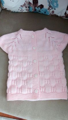 Modern Baby Vest Models – Knitting And We Easy Knitting Patterns, Kids Patterns, Crochet Baby Sweaters, Baby Knitting, Baby Cardigan, Pullover Upcycling, Vest Pattern, Crochet For Kids, Free Crochet