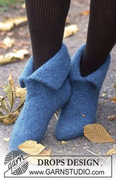 "Knitted and felted DROPS Christmas slippers in ""Eskimo"". Size 21 to 48. ~ DROPS Design"