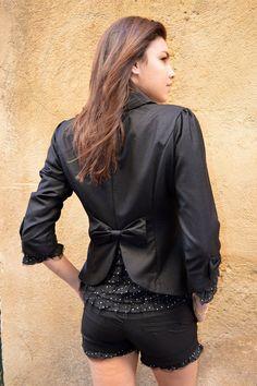 Dernières tailles : L,XL ,Veste noir prix 49€ au lieu de 89€