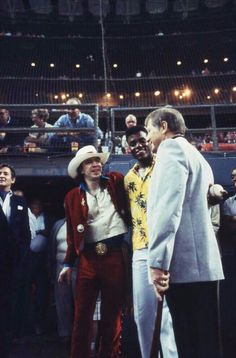 '''.Stevie Ray Vaughan at the Astrodome, April 9, 1985 , Photo: Houston Chronicle...''' https://www.google.fr/amp/www.houstonchronicle.com/news/amp/From-the-archives-Stevie-Ray-Vaughan-in-Houston-6469368.php