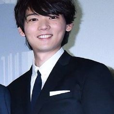 Gadd!! He is very stunning in black suits.