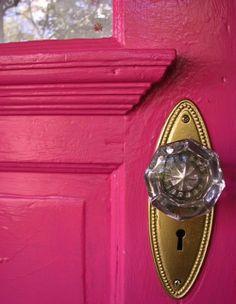 love the pink door and crystal door knob Door Knobs And Knockers, Glass Door Knobs, Knobs And Handles, Door Handles, Drawer Knobs, Pink Love, Pretty In Pink, Hot Pink, Bright Pink