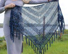 Nightfall - Free crochet pattern for triangle shawl - Annie Design Crochet Crochet Shawl Diagram, Crochet Shawl Free, Basic Crochet Stitches, Crochet Basics, Easy Crochet, Crochet Wraps, Crochet Afghans, Crochet Cardigan, Crochet Scarves