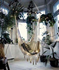 Reading Nooks for Nature Lovers Looking for some bookish decor inspiration? Check out this cozy hammock swing!Looking for some bookish decor inspiration? Check out this cozy hammock swing! Bohemian Bedrooms, Modern Bohemian, Bohemian Decor, Bohemian Interior, Boho Chic, Bohemian Living, Boho Style Decor, Bohemian Style, Bohemian Room