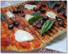 البيتزا المشوية بالزيتون و الموزاريلا الطرية و الريحان....لعيون وعود و شيف في ورطة