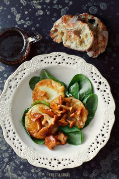 Chanterelles with fried oscypek (or halloumi)