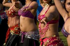 Belly Dance  http://centrum-prezentow.pl/prezent/oriental,fusion,poczuj,sie,jak,egipska,gwiazda,belly,dance-450.xhtml