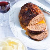 Pain de viande au fromage cheddar Recipes of Ricardo Meatloaf with Cheddar Cheese Make All Recipes Sauce Meatloaf Recipe With Cheese, Cheese Stuffed Meatloaf, Meatloaf Recipes, Meat Recipes, Cooking Recipes, Yummy Recipes, Burger Recipes, Meatloaf Burgers, Confort Food