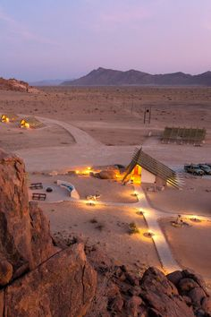 Desert Quiver Camp is net 5 km vanaf die ingangshek na Sossusvlei. Dié moderne selfsorgverblyf is ontwerp om perfek met die natuurlike omgewing in te skakel. Verblyf word in 24 selfsorg-eenhede aangebied wat elk uniek ontwerp is. Desert Quiver Camp is located 5 km from the entrance to Sossusvlei. This modern self-catering accommodation is designed to blend in perfectly with the natural environment. Accommodation is available in a selection of 24 uniquely designed, self-catering units. Namibia, Quiver, Entrance, Deserts, Birthdays, Places To Visit, Environment, Country Roads, The Unit